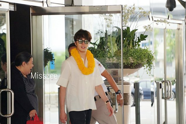2016 6 5 Jung Il-woo arrives to the airport in Thailand for the filming of Love and Lies. 7