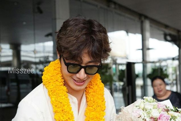 2016 6 5 Jung Il-woo arrives to the airport in Thailand for the filming of Love and Lies. 9