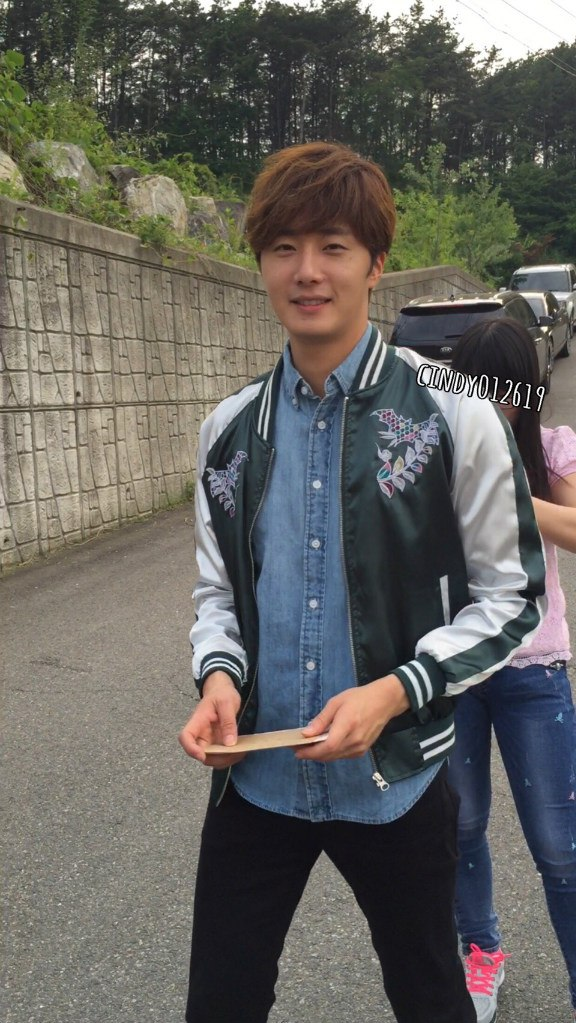 2016 Jung Il-woo in Cinderella and the Four Knights Behind the Scenes. Cr. Cindy012619. 5
