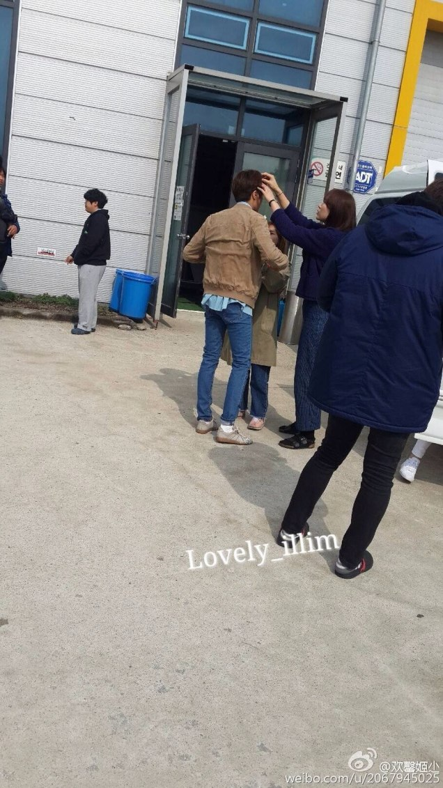 2016 Jung Il-woo in Cinderella and the Four Knights. Behind the Scenes. Fan Taken Blue Shirt. Cr. tvN 141