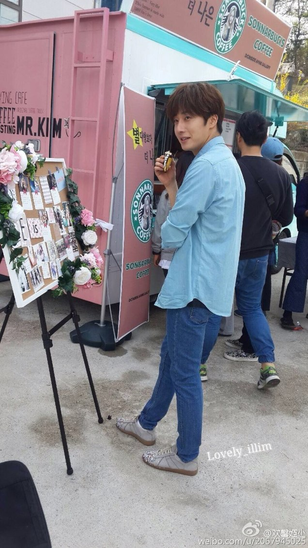 2016 Jung Il-woo in Cinderella and the Four Knights. Behind the Scenes. Fan Taken Blue Shirt. Cr. tvN 143