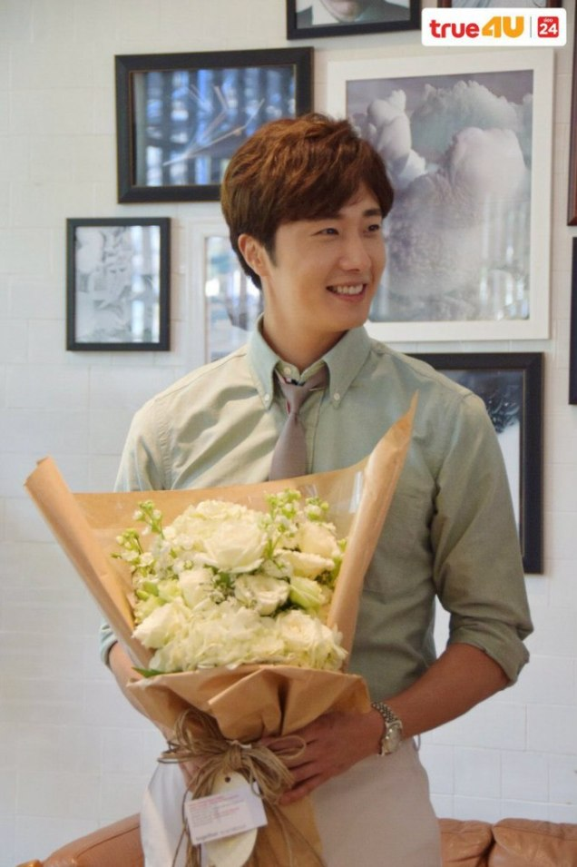 Jung Il-woo with Mild welcomed on their first day of shooting Love and Lies. Cr. LeayDoDee Studio & True 4U TV. 7
