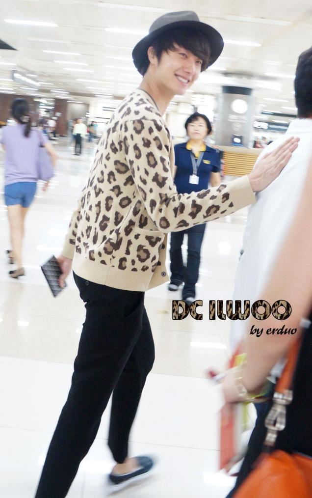 2012 9 9 Jungilwoo arrives to Japan for First Smilwoo Fan Meet 9:8:201200001