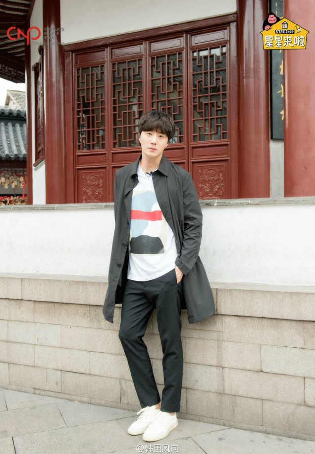 2016 11 Jung Il woo in photos promoting Star Shop. 15