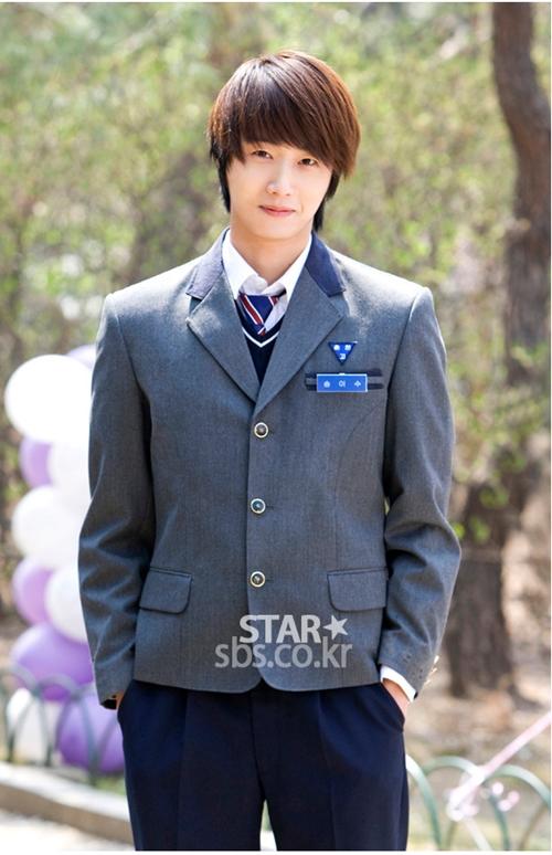 2011 Jung Il woo as Song Yi-soo in 49 Days. School Uniform. 1.jpg