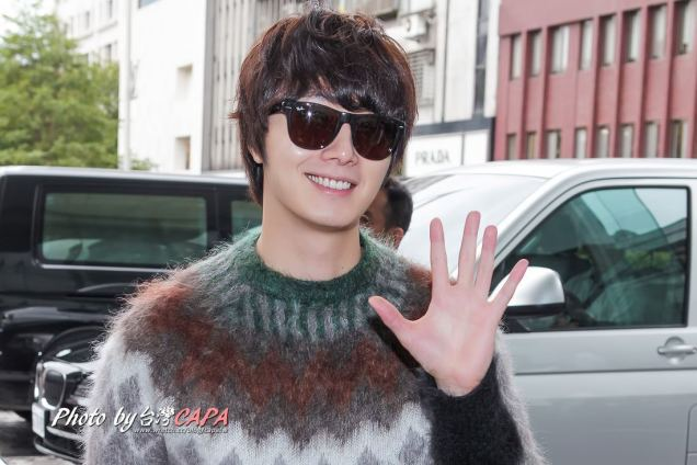 2012 10 23 Jung II-woo travels to Taiwan. Airport Arrival00001