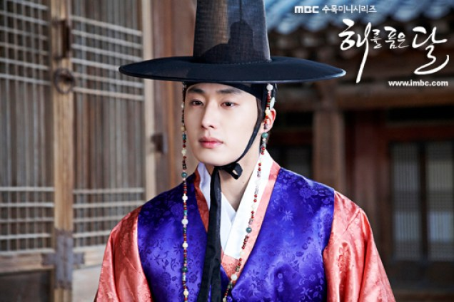 2012 2 Jung II-woo in The Moon that Embraces the Sun Episode 13 BTS 00029