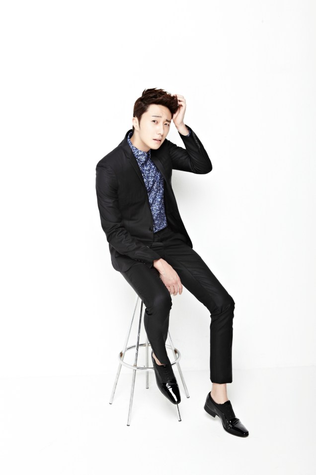 2013 10 Jung II-woo Rainbow Photo Shoot, Part 6 All about Jung II-woo. Cr. Kwon Yoon-sung00013