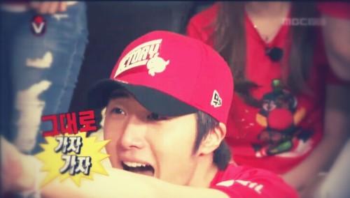 2014 6 Jung Il-woo in Infinite Challenge Cheering indoors2