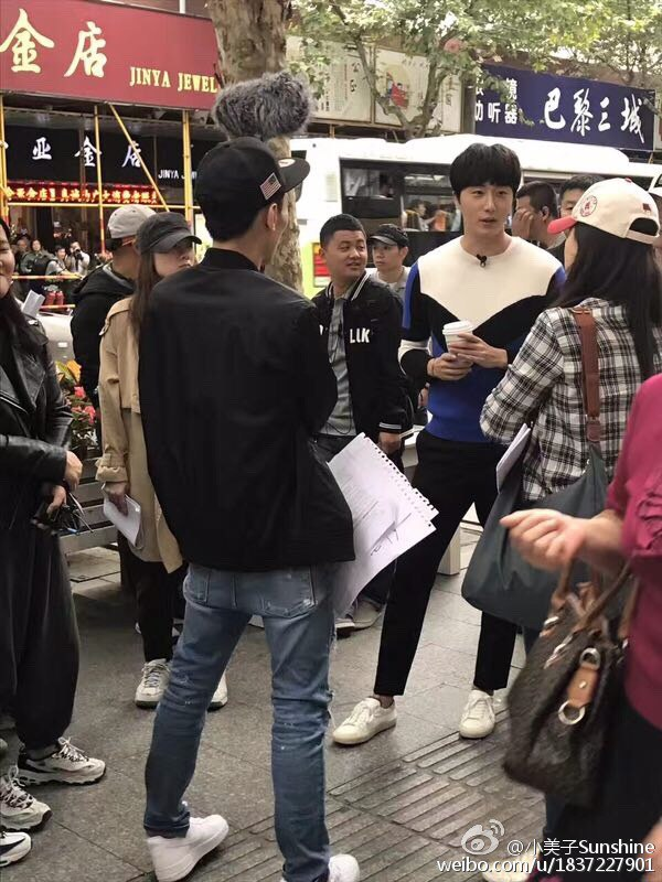 2016 Jung Il woo in Star Shop photos. Blue-White Sweater. 14