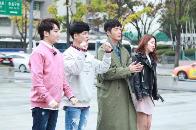 2016 Jung Il woo in Star Shop photos. Green overcoat. 3