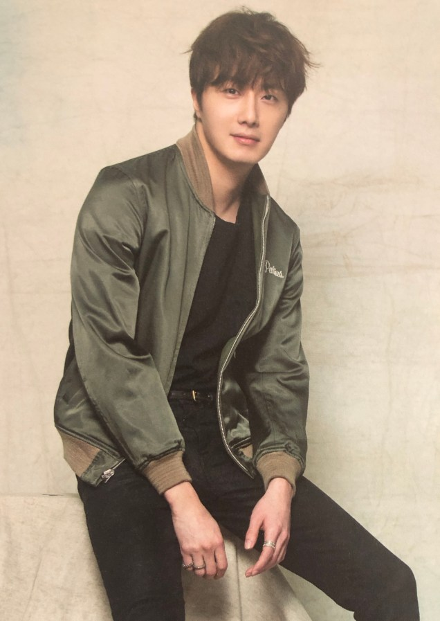 2016 Jung Il woo in his 10th Anniversary Thank You Book. Green Jacket. 5