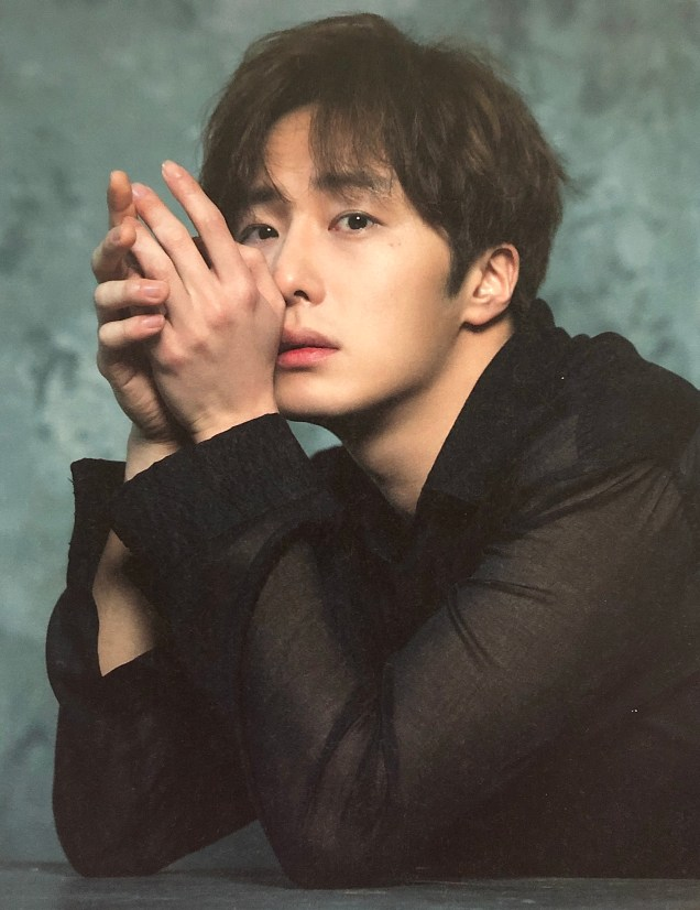 2016 Jung Il woo in the 10th Anniversary Book (in black shirt). 2