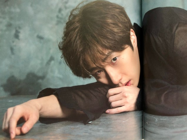 2016 Jung Il woo in the 10th Anniversary Book (in black shirt). 4