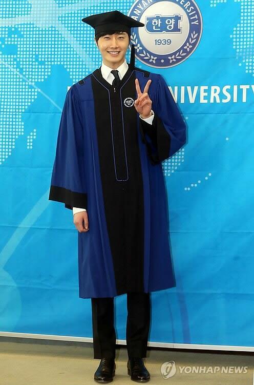 Jung II-woo's Graduation Hanyang University 2014 2 20 26