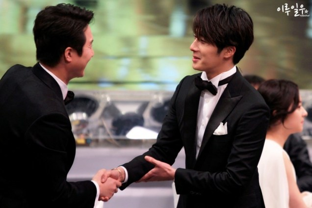 2014 12 30 Jung Il-woo at the 2014 MBC Awards Socializing 7