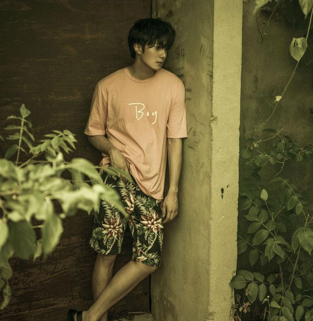 2015-10-6-Jung-Il-woo-makes-designs-for-his-own-brand-we2-for-the-Xstore.-Social-Media-Posts.jpg