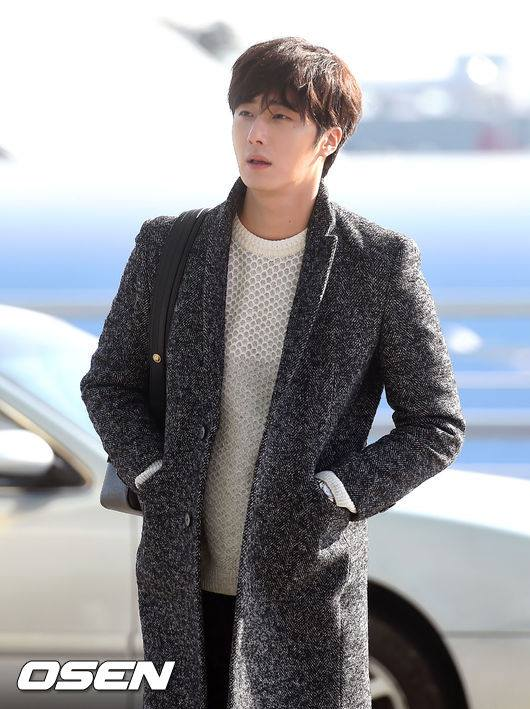 2016 1 9 Jung Il-woo in the airport going to Shanghai for the Smile Cup Part 1 6