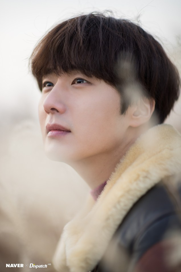 2019 12 5 Jung Il woo in a leather jacket photo shoot. Cr. Dispatch:Naver 1