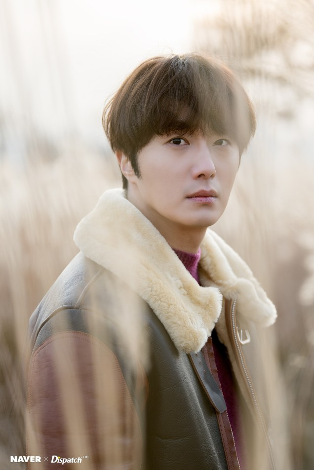 2019 12 5 Jung Il woo in a leather jacket photo shoot. Cr. Dispatch:Naver 4
