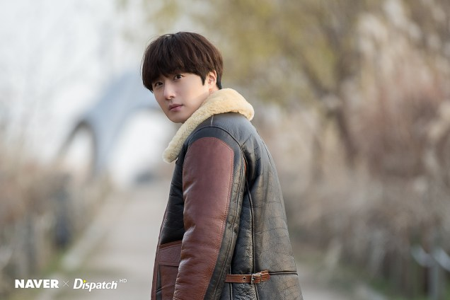 2019 12 5 Jung Il woo in a leather jacket photo shoot. Cr. Dispatch:Naver 8