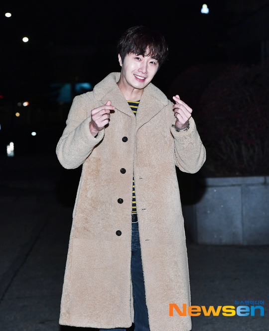 2019 12 7 Jung Il woo at KBS for filming of Happy Together 4 with Lee Soon-jae. 1