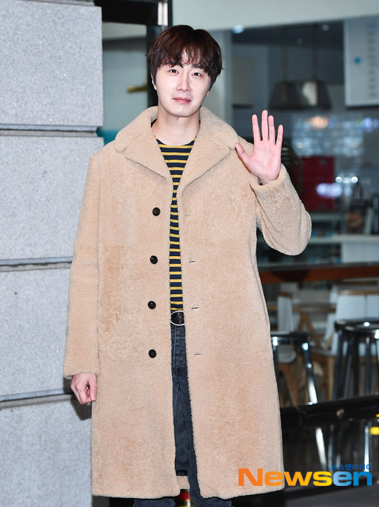 2019 12 7 Jung Il woo at KBS for filming of Happy Together 4 with Lee Soon-jae. 2
