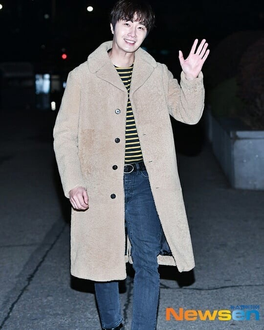 2019 12 7 Jung Il woo at KBS for filming of Happy Together 4 with Lee Soon-jae. 6