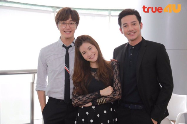 Jung Il woo in Behind the Scenes of Love and Lies. With cast and crew. 8