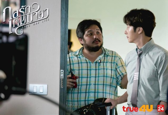 Jung Il woo in Behind the Scenes of Love and Lies. With the director. 7