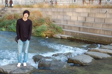 Jung Il woo at the Cheonggyecheon Stream. 3
