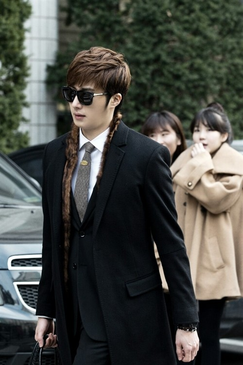 2014 Jung Il woo and the red car entrance. Golden Rainbow. 7.jpg