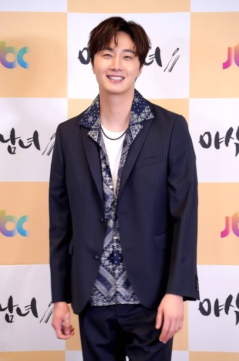 2020 5 25 Jung Il woo at the Production Presentation of Sweet Munchies. 4