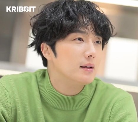 Jung Il woo in screen captures from his Kribbit Magazine, Bloom issue. 9