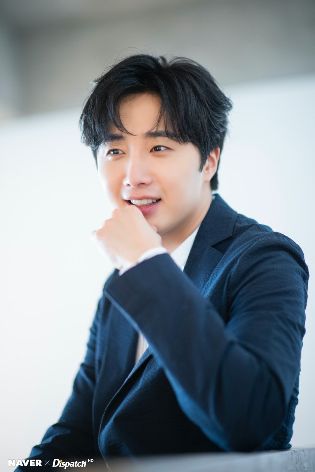 2020 6 15 Jung Il woo in a gorgeous photo shoot. Cr. Dispatch, Naver.4