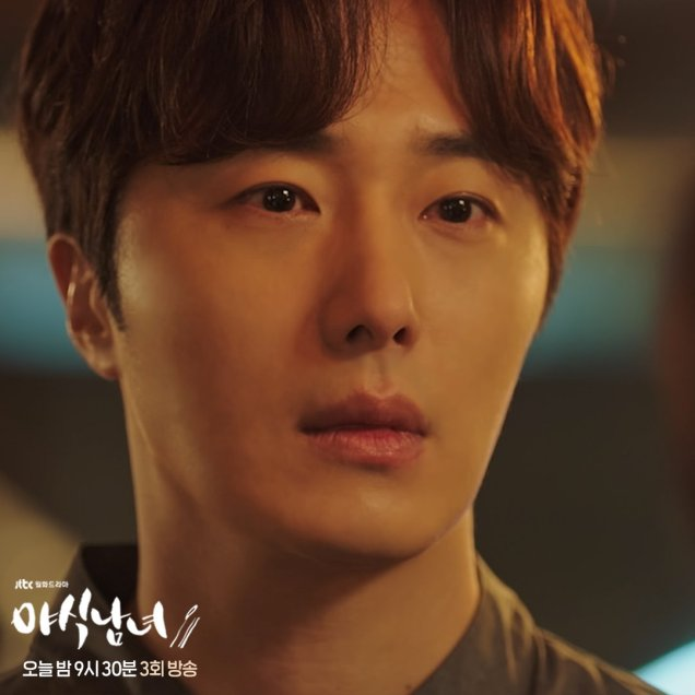 Jung Il woo in Sweet Munchies Episode 3. Stills from JTBC. 8