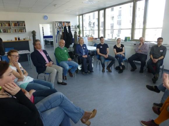 Reflexion der gemachten Erfahrungen und zusammenfassende Inputs der ReferentInnen.