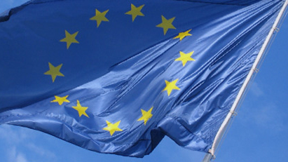 european_flag_in_the_wind