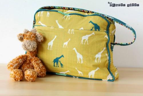 Free PDF Sewing Pattern: Retro Overnight Bag by The Crafty Kitty, via Birch Organic Fabric