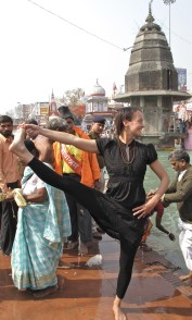 Utthita hasta padangusthasana in Haridwar. Photo by Nikhil