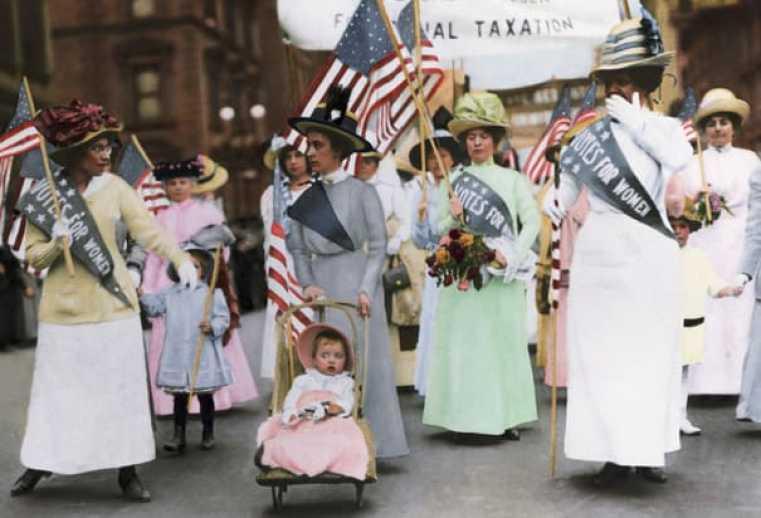 suffragist-parade-in-new-york 1912 Credit Bettman CORBIS