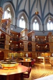 Bibliothek - ohne Leute ;)