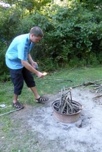 Vorbereitungen für das Feuerchen ...