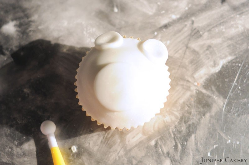 How to make a polar bear cupcake