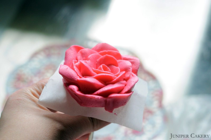 Tutorial Tuesday: How to pipe a buttercream rose using a flower nail