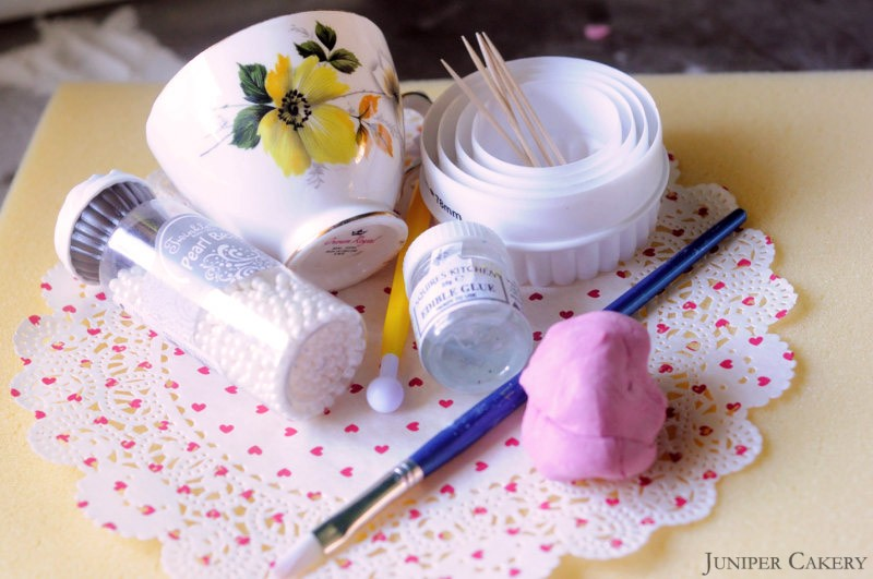 'Tutorial Tuesday': How to make a sugarpaste ruffle flower corsage