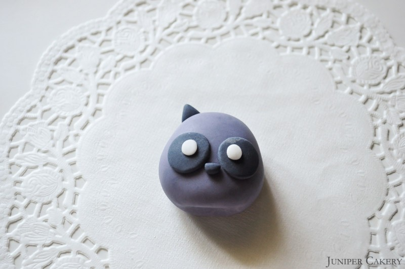 Tutorial Tuesday: How to  make a sugarpaste racoon