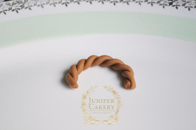 Make an Easter basket cupcake by Juniper Cakery