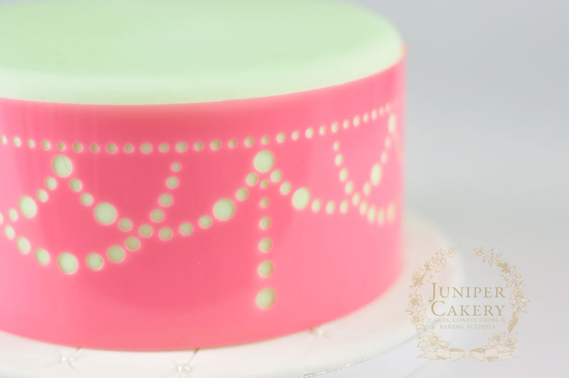 Royal icing stencil tutorial by Juniper Cakery