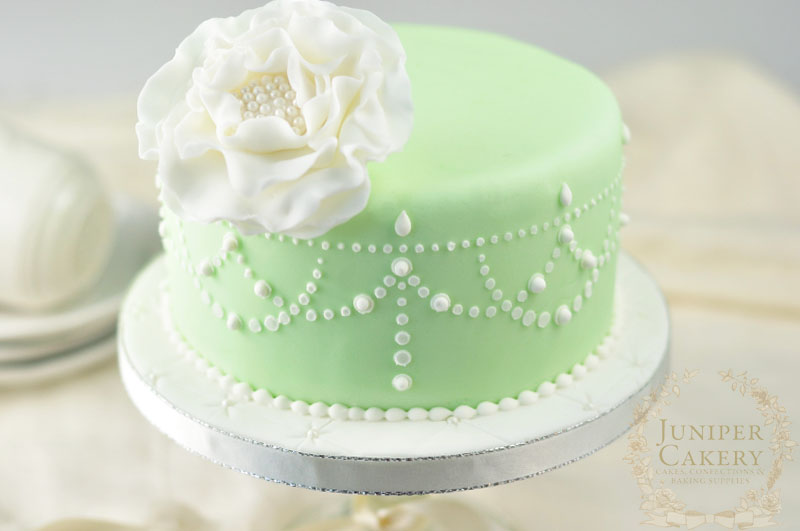 Stenciling cakes tutorial by Juniper Cakery
